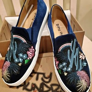 BRAND NEW WITH BOX Dirty Laundry Blue Velvet Shoes